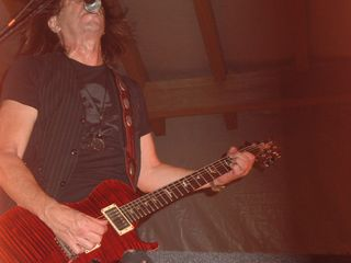 Pat travers 053